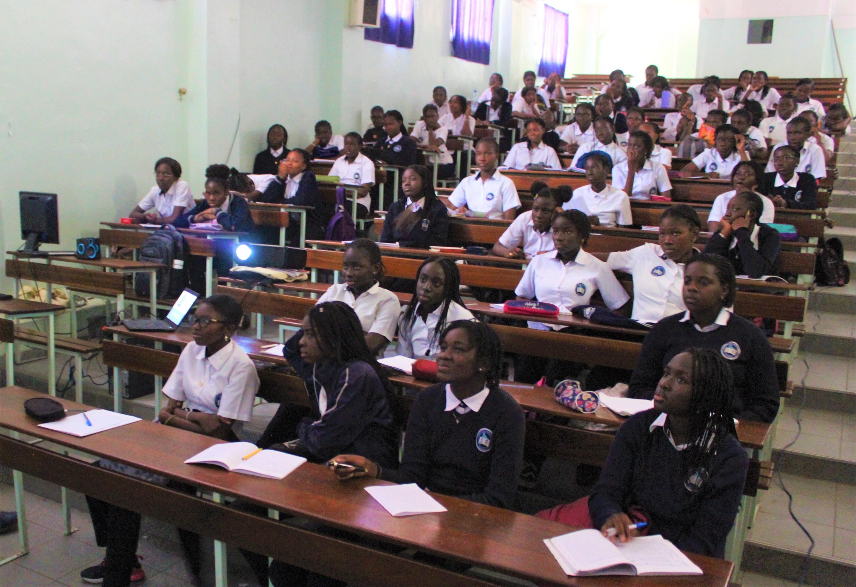 Le PAM invite des collégiennes de Dakar à l'action face aux changements climatiques