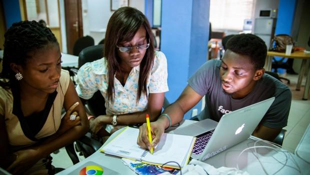 L'économie numérique pour renforcer la résilience des jeunes et des femmes